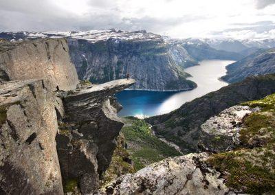 hiking-trolltunga-hardangerfjord-norway_16b8349a-c7af-47a0-a382-ad47a8ae2e3f-1024x683